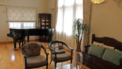 吹田市のエレガンスなピアノのお部屋をPASAYAのカーテンでコーディネート