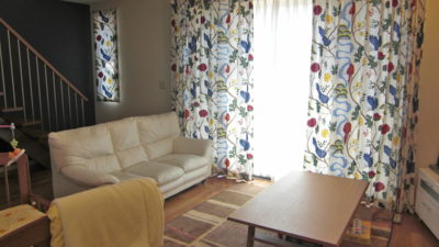 北欧生地boras birdlandで生駒市のお部屋をカーテンコーディネート