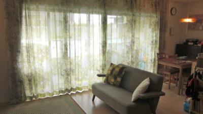 摂津市のマンションの大きな窓にはNEED'Kのコモレビレースカーテンを