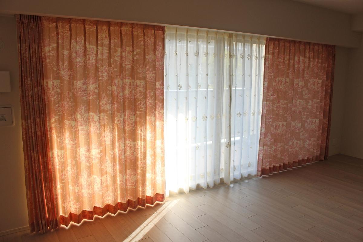 西宮市の新築マンションのオーダーカーテンはトワルドジュイでクラシック