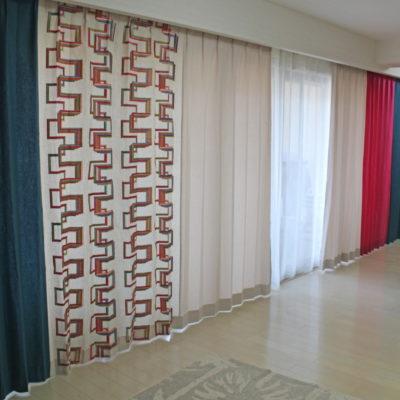 CAMENGOのカーテンをアクセントに無地のカーテンでコーディネート 大阪府茨木市 北摂