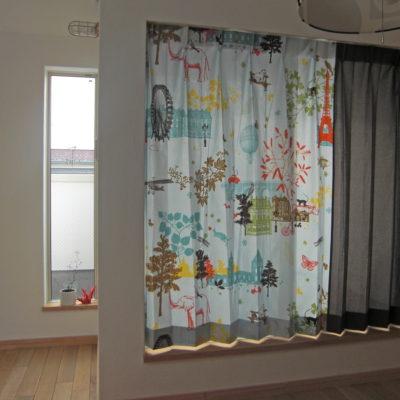 子供部屋のカーテンは夢がないといけません。大阪府茨木市