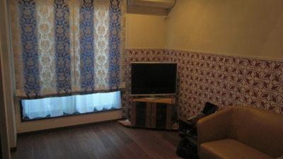 東住吉区のこだわりあるレトロでアンティークなお家は輸入カーテンで彩ろう