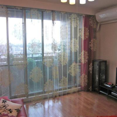 大阪府茨木市のエレガントモダンなお部屋にFISBAのダマスクレースカーテンをコーディネート