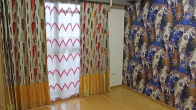 輸入壁紙と輸入カーテンで個性的にお部屋を演出 大阪市西区