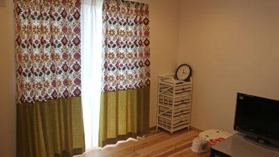 高槻市の無添加住宅に新作刺繍カーテンを飾りました。大阪