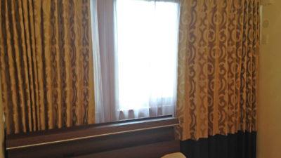 城陽市のお家のオーダーカーテンはclarke&clarkeのダマスクカーテンで。