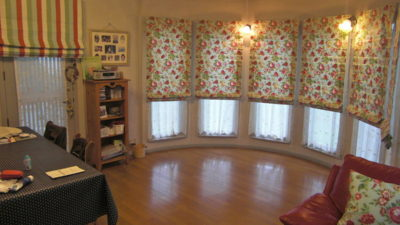 三田市の輸入住宅のオーダーカーテンをオシャレにコーディネートさせて頂きました。