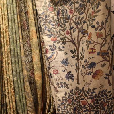 フジエテキスタイルと川島織物セルコンの新作カーテンサンプルが入荷しました。