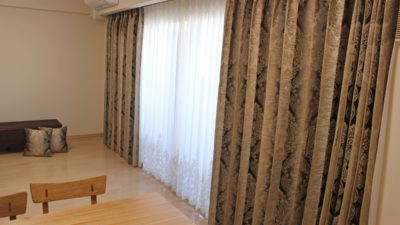 adoとclarke&clarkeのカーテンでクラシックなカーテンコーディネートです。大阪