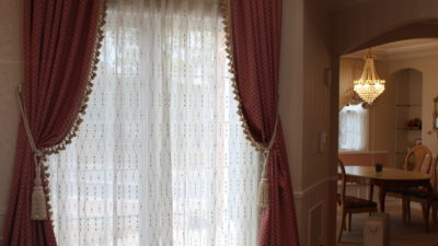堺市の輸入住宅のオーダーカーテンはエレガンスなスタイルでコーディネート