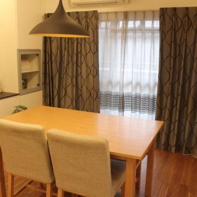 シンプルモダンならクリエーションバウマンのカーテンで大阪市内のマンションのお部屋をオシャレに