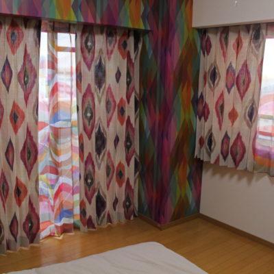 大阪市西区のマンションには輸入カーテンと輸入壁紙でオリエンタルなインテリアに