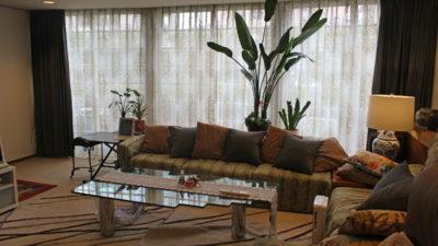 高槻のエレガントなお家のカーテンは海外ぽくオシャレに!
