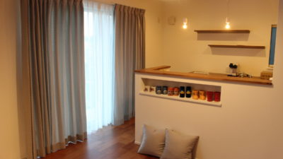 京田辺のカフェ風なお家にはFEDE社のベルギー製カーテンでオシャレにインテリアコーディネート。