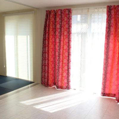 大阪市東淀川区のカーテンにはエレガンスモダンなカーテンと調光ロールスクリーンFUGA
