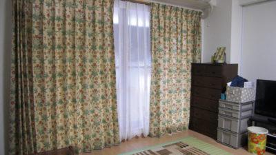西宮市のお家のカーテンにはイギリスのウィリアムモリスのプリントカーテンでオシャレに演出。