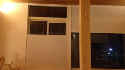 箕面市彩都の新築にハンターダグラスとクリエーションバウマンの電動シェードでシンプルモダンに!