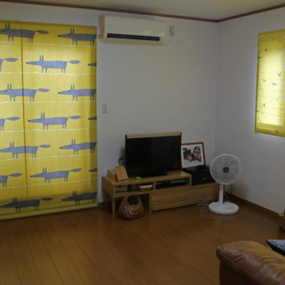 キツネの柄の輸入カーテン生地でローマンシェード 大阪のお家