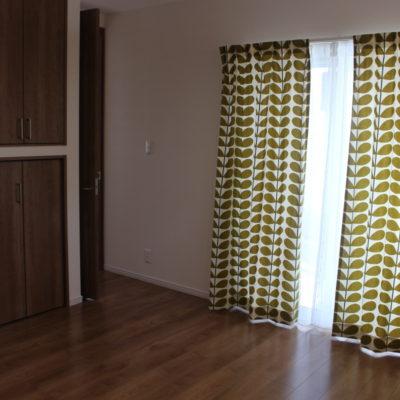 高槻市のお家に新作北欧系カーテンorlakielyでカーテンコーディネート