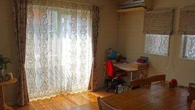 寝屋川市のカフェ風インテリアのカーテンをオシャレにコーディネート