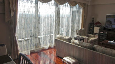 エレガントなお部屋にはスワッグ&テールや天蓋カーテンでコーディネート 寝屋川市