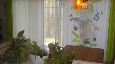 伊丹市のミッドセンチュリーなお部屋にバウマンのカーテンでご提案