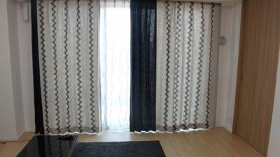 男性のモノトーンなお部屋にはCASADECO社の輸入カーテンでカッコ良く。摂津市