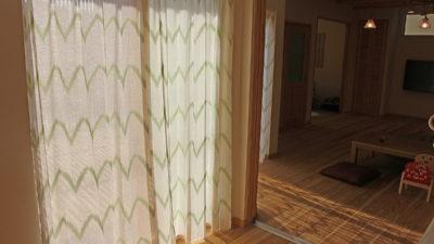 交野市のナチュラルなお家のオーダーカーテンはデザインレースカーテンで決まり!