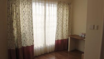 富田林市のご新築のオーダーカーテンは無地を使って上手にカーテンコーディネートしましょう!