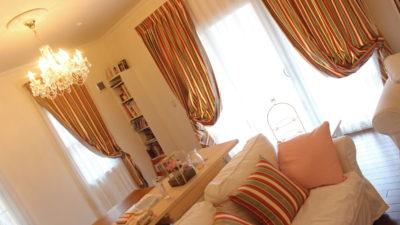 京都左京区の輸入住宅のオーダーカーテンは正統派なクラシックスタイルで!