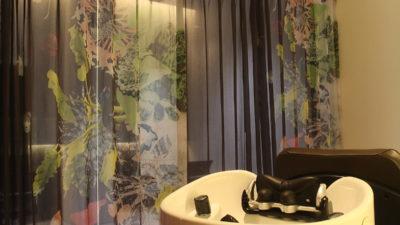 京都・烏丸のヘアーサロンの間仕切りカーテンはcreation baumannでオシャレに!
