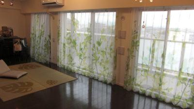 大阪市住吉区のマンションにはクリエーションバウマン社のレースカーテンを使ってカーテンコーディネート!