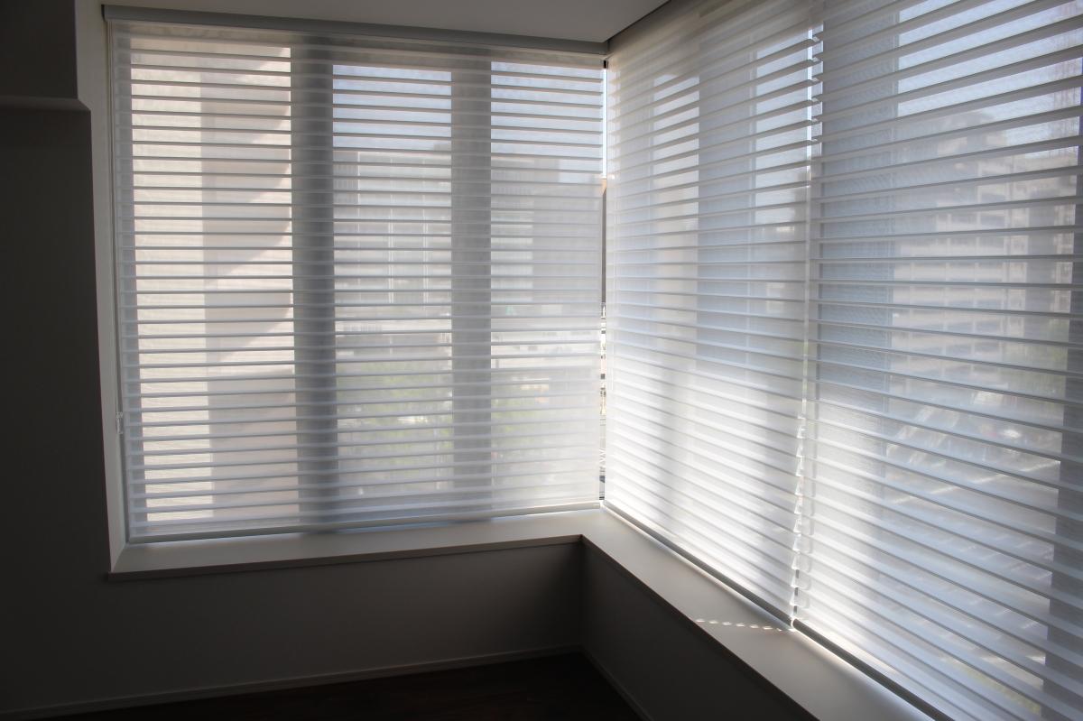 コーナー窓 調光ロールスクリーン