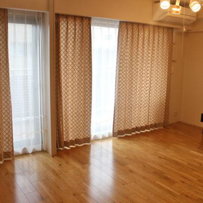 clarkeの新作輸入カーテンを摂津市のマンションに取付!