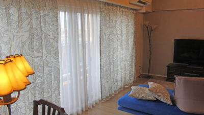 兵庫県神戸市のマンションにはウィリアムモリスの輸入カーテンでオシャレに飾りました。