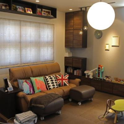 枚方市のご新築は美容室と家庭の顔を持つお家のカーテン。輸入カーテンや調光ロールスクリーンやバーチカルブラインド!