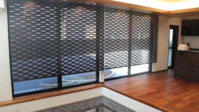東大阪市のご新築にはFUGAの電動ロールスクリーンでモダンでカッコ良くカーテンコーディネートしました。