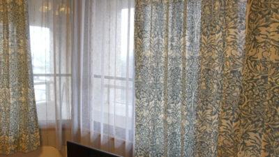 神戸市灘区 マンションのオーダーカーテンにはウィリアムモリスのブレアラビットとピンパネル