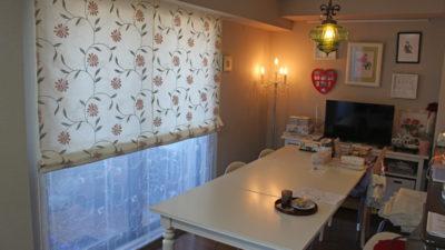兵庫県宝塚市のマンションにはマナトレーディング社でも人気の高いカーテンをローマンシェードに!