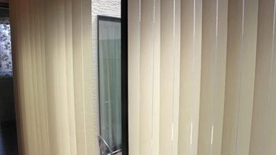 大阪府枚方市 ご新築の窓にはクリエーションバウマンのブラインドやFEDEのカーテンでカーテンコーディネート!