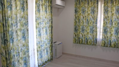 京都府亀岡市のリフォームされたお家のカーテンにはイギリス製花柄プリントカーテンでインテリアコーディネート!