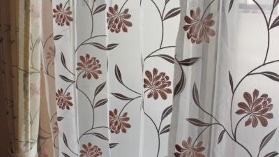 大阪府豊中市、花柄のオーダーカーテンでお部屋を華やかに彩りました!